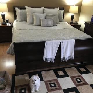 Beautiful bed and quality.