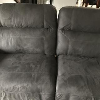 Large gap between two recliner half's. They don't even line up properly.