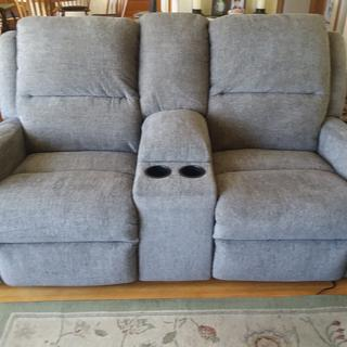 Love seat with power seats and head rest. Storage area and cup holders.