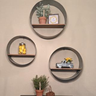 Love love these farmhouse chic walk shelves.  Just what my dining room needed!