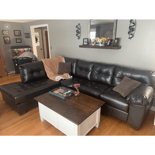 Living room left facing chaise