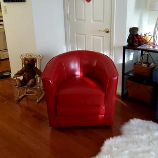 This chair added so much heart to my apartment! I love it!