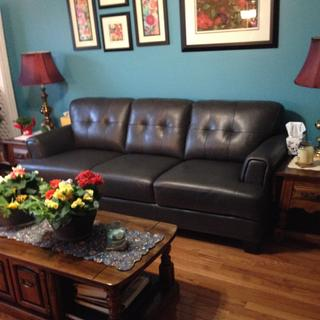 Loved the comfort and tayloring of this beautiful leather sofa.