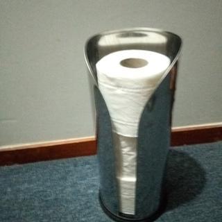Holds 3 toilet rolls