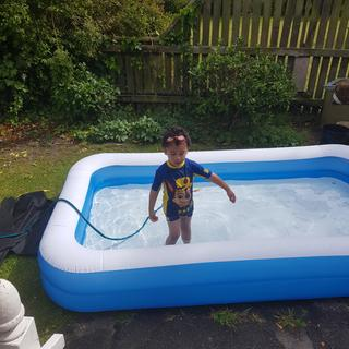 TeAhi enjoying his new big pool