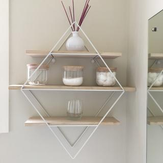Great addition to my bathroom. Love this shelf!