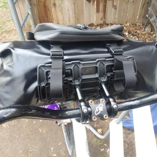 Nice bag waterproof. Very solid bracket.