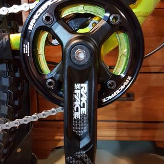 Looks great with the green raceface chainring