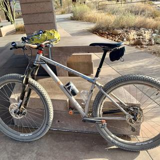 Nice saddle bag for roadie and for mountain bike, especially when your using a dropper seatpost!