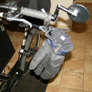 Mitt Clips allow you to hang the gloves from handlebar