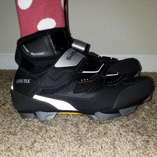 Size 40, fit is perfect. Great for high arches. Warm and cozy for an all day ride at 30°