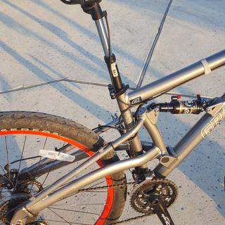 Dropper post on a 29er fulls suspension