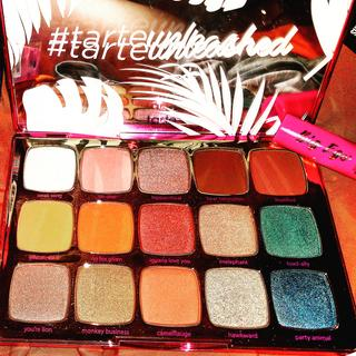 Beautiful color story, shades are super pigmented...a MUST HAVE!