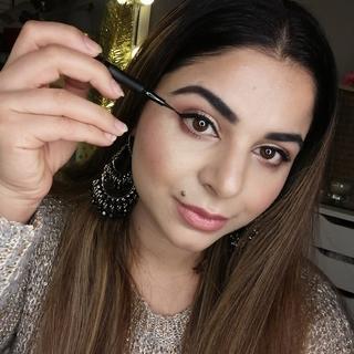 Light,camera,lashes precision longwear liquid eyeliner