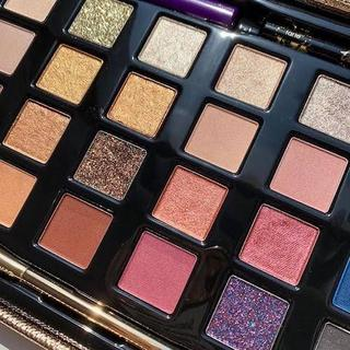 It is too beautiful and perfect love this palette is the best in the world