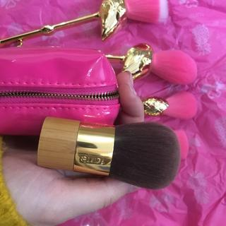 Perfect kabuki travel brush to have it in work's bag
