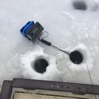 Made a top notch icefishing unit with a Fishfinder I had laying around and a Genz Blue Box