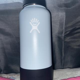 I love how the black medium flex boot looks on my 32 oz Frost hydro flask!!! It is so cute!