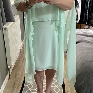 a lovely lightweight dress I love the floating sleeves I'm not sure mightbshorten them as I'm 4'11