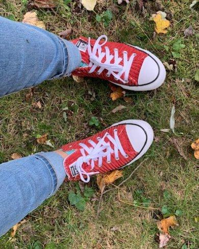 I am usually a lover of classic black converse but these corduroy ones are so fun, perfect for fall and so comfortable! I wore them to a fall BBQ and got so much compliments! I received this pair of converse sneakers from the Stellar Product Testing.