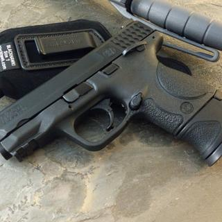 Shown with M&P40 full-size 15rd magazine and X-grip adaptor.