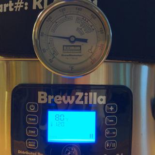 Co-witness the factory display on the Brewzilla.