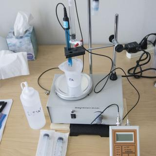 Vinmetrica SC-300 with magnetic stirrer and titration burette.