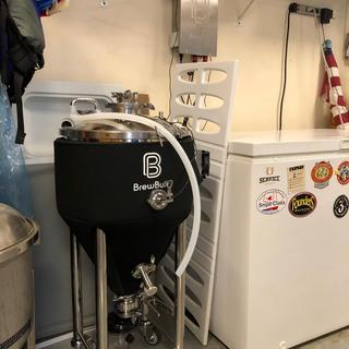 The new X1 Uni Pro 10 gallon conical in her fermenting corner.