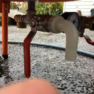 Hose coupler leaked profusely and pressure release valve also leaked at  near zero pressure.