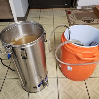 Cycling wort through chiller in an ice bucket. Boiling to 65 degrees in about an hour.