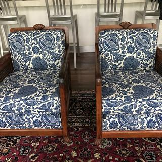 Modern, fresh hamptons style. I love how this fabric revamped my antique chairs.