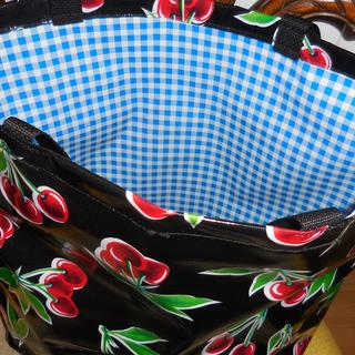 this is a similar tote to the one that I made with Aqua Stella