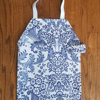 Toddler Apron for a Montessori school.