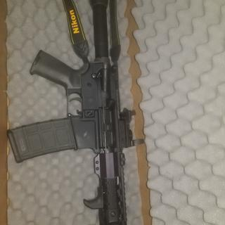 Mated to an Anderson pistol lower. M-Lok handstop, M-Lok rail covers, Magpul rubber grip.