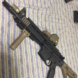 Same as above sometimes surefire warden is used, sometimes a sure fire socom 5.56 suppressor