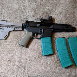 9mm upper, shockwave blade pistol kit fde, endomag pmags dyed green so no wrong ammo situations.