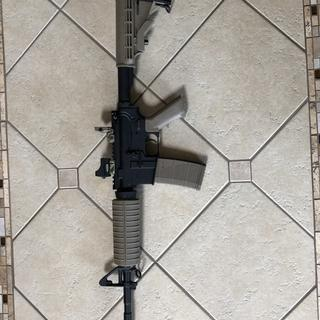 Dark earth ar15 kit with weaver sight and shoulder pad on stock
