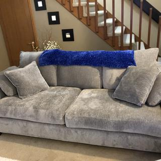 SO comfy and roomy and looks great even in a smallish space