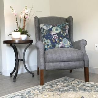 Reclining chair with Ryeland Rug and Barrow End Table