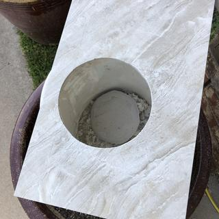 Cuts great circles in whole tile - even porcelain using a diamond wheel