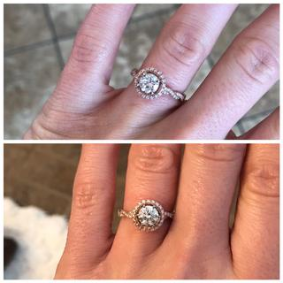 Top is a 4-prong head, bottom is a 6-prong. Both look great!