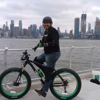 Riding next to the Hudson River. Is been fun!