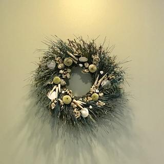 "22"" version n of the wreath.   Excellent quality and the wreath was received in less than 2 weeks."