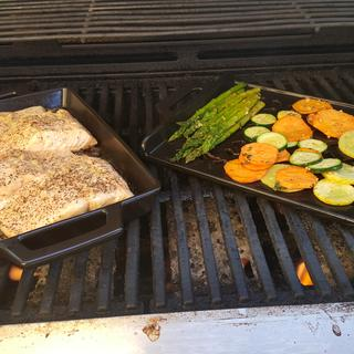 This ceramic grill makes crispy salmon and veggies.  Love the pan!