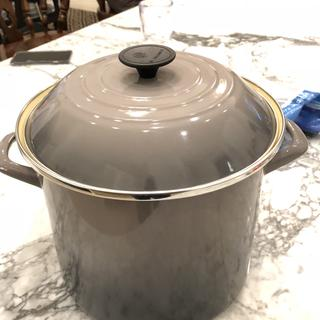 Bought for my son in law who loves to cook ! It was high quality and he liked the neutral color