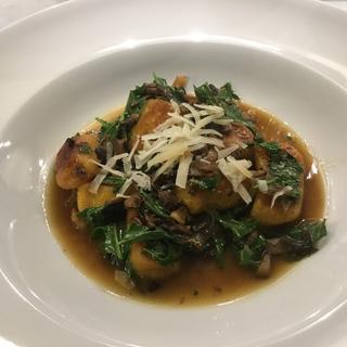 Gnocchi with lardons, mushroome and kale.