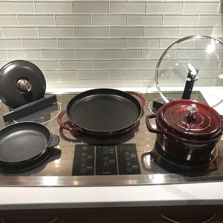 Can safely sit on top of or next to stovetop