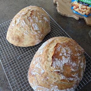 """Bob's No-Knead bread recipe with Bob's Artisan Bread Flour. The best, """"easy"""" bread in the world."""