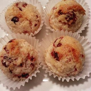 Healthy tiny treats for the holidays with Bob's Red Mill Shredded Coconut.
