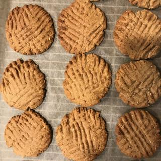 Low-carb and whole wheat pastry flour peanut butter cookies